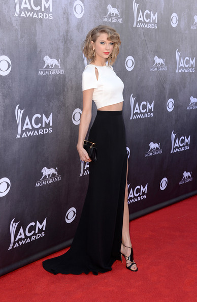 More Pics of Taylor Swift Messy Updo (1 of 48) - Taylor Swift Lookbook - StyleBistro [flooring,shoulder,carpet,joint,fashion,dress,red carpet,fashion model,formal wear,little black dress,arrivals,taylor swift,nevada,las vegas,mgm grand garden arena,academy of country music awards]