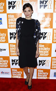 Elena Anaya channeled the '40s in a black cocktail dress with dramatic embroidered sleeves and a gathered waist design.