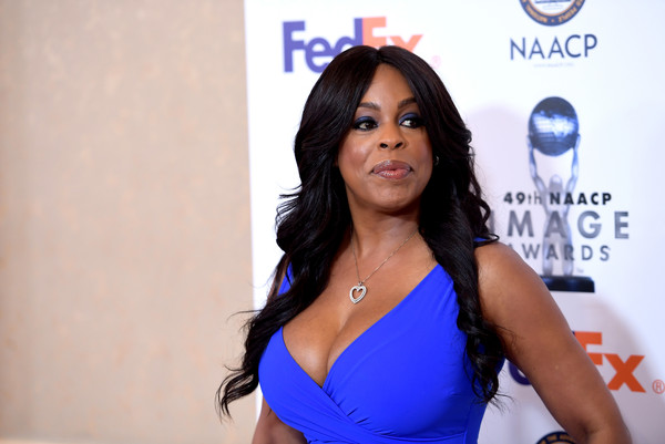 Niecy Nash sported a boho-glam wavy 'do at the NAACP Image Awards nominees luncheon.