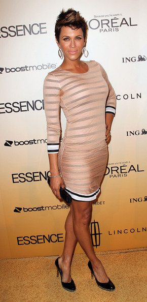 Nicole Ari Parker complemented the black striped detail of her nude bodycon dress with black patent pumps.