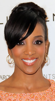 Shaun Robinson finished off her stylish luncheon look with a pair of doubled gold hoop earrings.