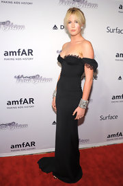 Ireland Baldwin looked like a vision of elegance in this off-the-shoulder black gown.