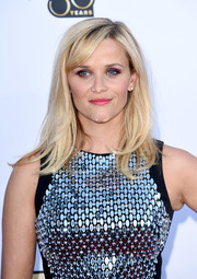 For her lips, Reese Witherspoon chose a pretty pink hue.