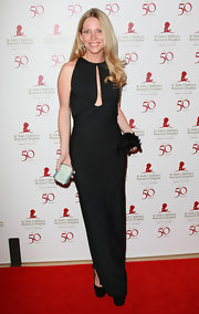 Lauralee Bell wore an elegantly provocative evening dress with a deep key-hole for the St. Jude benefit.