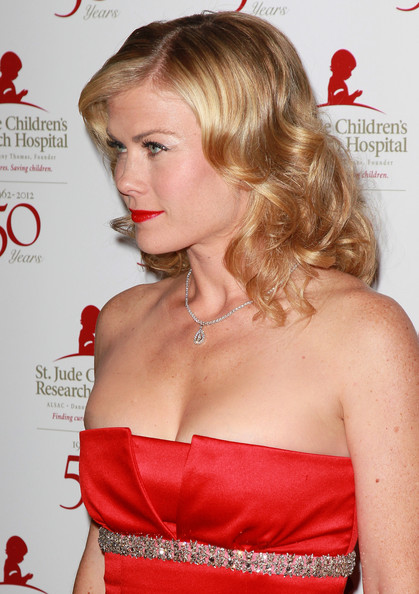 More Pics of Alison Sweeney False Eyelashes (2 of 10) - Alison Sweeney Lookbook - StyleBistro