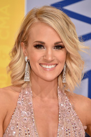 Carrie Underwood looked oh-so-pretty with her feathery waves at the CMA Awards.
