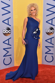 Kimberly Schlapman looked divine in a cobalt Gauri & Nainika one-shoulder gown with an oversized rosette accent during the CMA Awards.