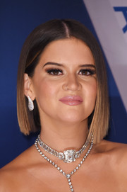 Maren Morris looked trendy with her sleek asymmetrical bob at the 2017 CMA Awards.