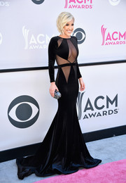 Savannah Chrisley showed off her daring side in a black Bao Tranchi mermaid gown with skin-baring panels at the 2017 ACM Awards.