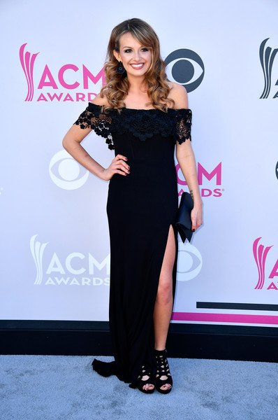 Carly Pearce The 2017 ACM Red Carpet Looks You Cant