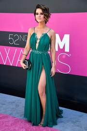 Maren Morris took a daring turn in a green Michael Costello gown with a dangerously high slit at the 2017 ACM Awards.