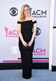 Kellie Pickler was all about modern glamour in a structured black off-the-shoulder gown by Black Halo EVE at the 2017 ACM Awards.