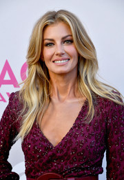 Faith Hill kept it classic with this feathered flip at the 2017 ACM Awards.