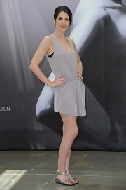 These mini-wedge silver sandals were an adorable choice for Michelle Borth's simple and chic look.