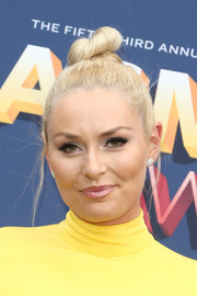 Lindsey Vonn styled her hair into a tight top knot for the 2018 ACM Awards.