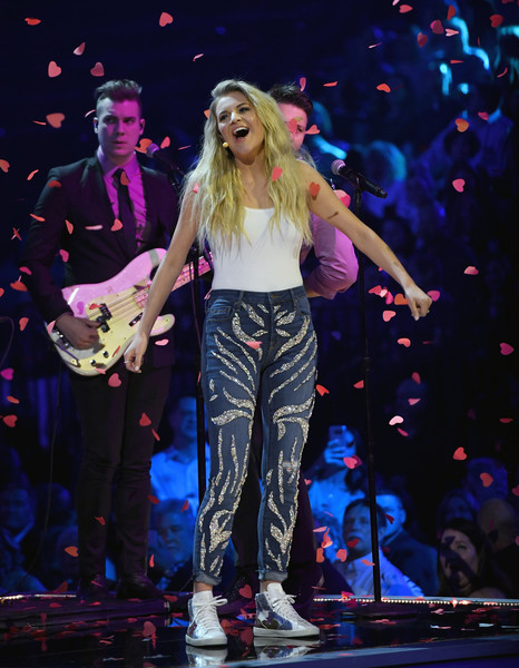 More Pics of Kelsea Ballerini Skinny Jeans (1 of 17) - Jeans Lookbook - StyleBistro [performance,music artist,entertainment,performing arts,stage,music,singing,event,public event,concert,nevada,las vegas,mgm grand garden arena,academy of country music awards,show,kelsea ballerini]