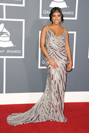 Melanie went for a touch of 70's elegance in a gray and silver evening gown at the Grammy Awards.