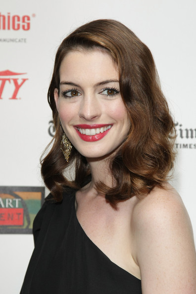 More Pics of Anne Hathaway Gold Dangle Earrings (1 of 10) - Anne Hathaway Lookbook - StyleBistro