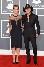 Tim McGraw showed his affinity for the color black with this all black suit.