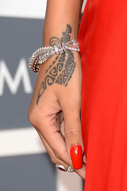 Rihanna chose a classic diamond bracelet to complement her elegant red dress at the 2013 Grammys.