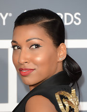 A subtle cat eye added some spunk and flare to Melanie Fiona's beauty look at the 2013 Grammys.
