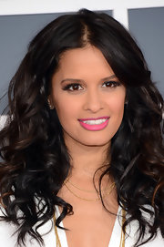 Rocsi Diaz added a pop of color to her all-white gown at the 2013 Grammys with bright pink lips.