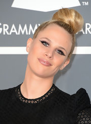 Alana Watson showed how trendy she is with a top knot at the 2013 Grammys.