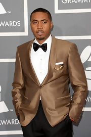Nas looked like gold at the 2013 Grammys — literally! The star opted for a gold suit for his red carpet look.