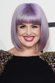 Kelly Osbourne wore a nary-a-stray bob with blunt bangs when she attended the Grammys.