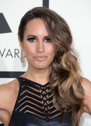 Louise Roe sported an edgy-chic side sweep at the Grammys.