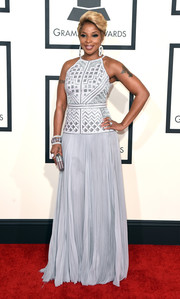 Mary J. Blige walked the Grammys red carpet wearing a silver gown with a geometric-patterned bodice.