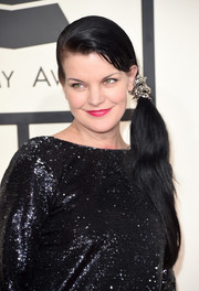 Pauley Perrett attended the Grammys wearing a cute side ponytail.