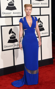 Iggy Azalea attended the Grammys wearing an electric-blue Giorgio Armani cutout gown that fit her like a second skin.