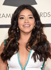 Gina Rodriguez wore her hair loose with a center part and high-volume curls during the Grammys.