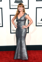 Jane Seymour showed off her ageless figure in a silver bandage dress during the Grammys.