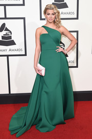 Tori Kelly looked regal at the Grammys in a green one-shoulder ball gown by Gauri and Nainika.