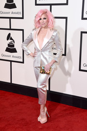 Bonnie McKee styled her pantsuit with a colorful gemstone-inlaid box clutch.