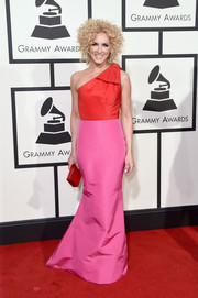 Kimberly Schlapman embraced color for her Grammys look, wearing this red and pink one-shoulder gown by Alexia Maria.