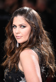 Hillary Scott attended the 2017 Grammys wearing a retro-chic half-up hairstyle.