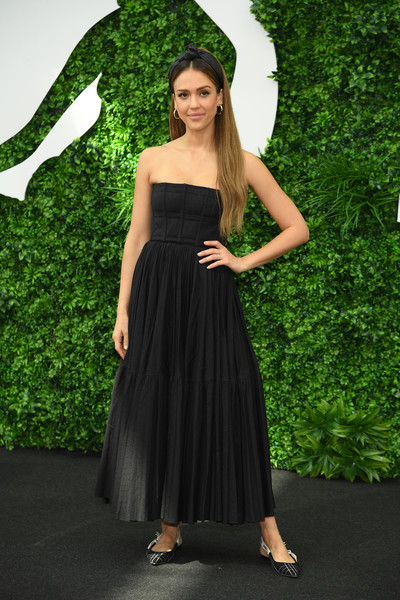 Jessica Alba opted for a pair of slingback flats to finish off her look.