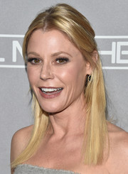 Julie Bowen kept it casual with this half-up hairstyle at the Baby2Baby Gala.