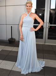 Jenna Elfman polished off her look with a crystal-embellished clutch.