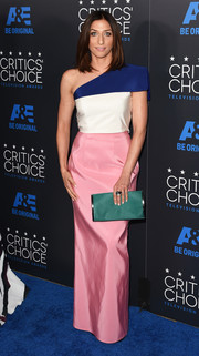 Chelsea Peretti added an extra pop of color with a green fur clutch.