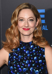 Judy Greer showed off lovely vintage-style curls at the Critics' Choice Television Awards.