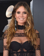 Heidi Klum was all about boho glamour with her long, messy waves at the 2018 Grammys.