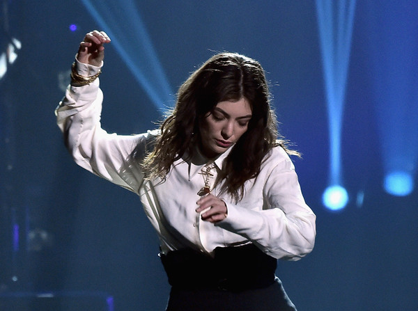 Lorde paired a white button-down with high-waisted black trousers for her performance at the 2018 MusiCares Person of the Year.