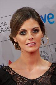 Amaia Salamanca's gold hoop earrings complemented her hairstyle well at the San Sebastian Film Festival.