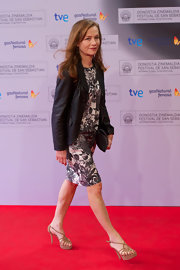 Isabelle Huppert's nude platform sandals added a dose of sexiness to her look.