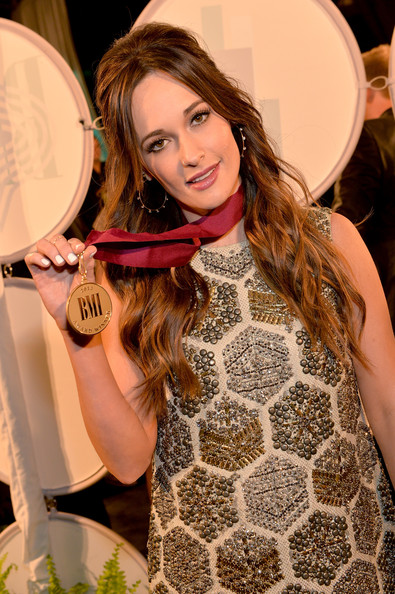 More Pics of Kacey Musgraves Metallic Clutch (4 of 6) - Kacey Musgraves Lookbook - StyleBistro [beauty,brown hair,hairstyle,fashion,long hair,design,hair coloring,dress,layered hair,eyelash,arrivals,kacey musgraves,awards,bmi country awards,nashville,tennessee,bmi country]