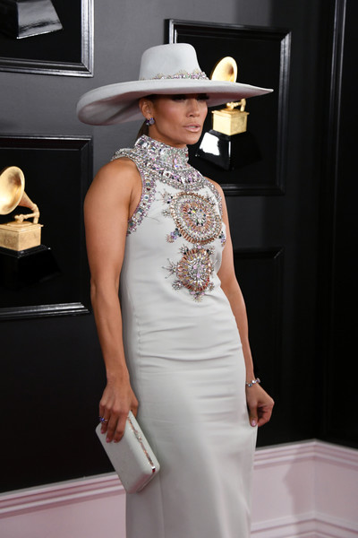 Jennifer Lopez paired a light gray Judith Lieber box clutch with an embellished dress for the 2019 Grammys.